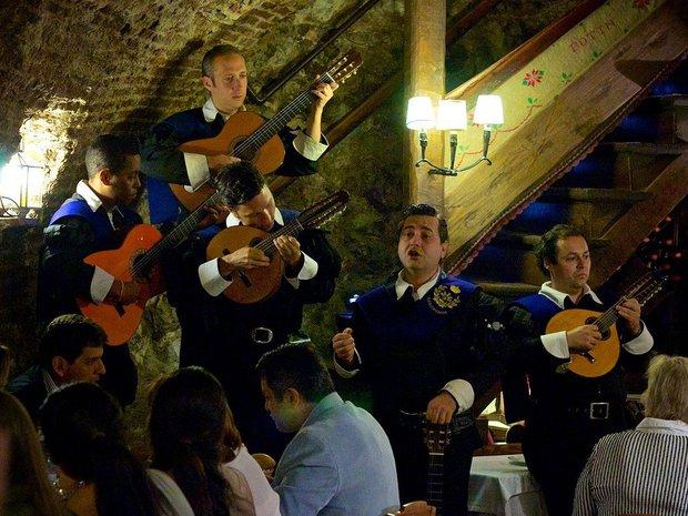 Có gì bên trong nhà hàng lâu đời nhất thế giới, hơn 300 năm hoạt động vẫn nườm nượp thực khách ghé thăm? - Ảnh 21.