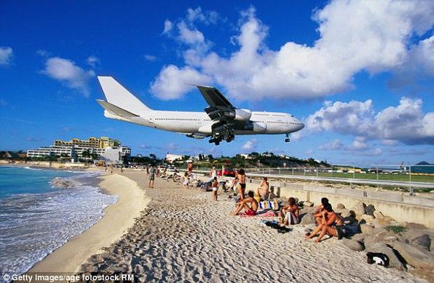 Sân bay quốc tế nổi tiếng thế giới tan hoang không nhận ra sau siêu bão Irma - Ảnh 6.