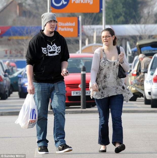 5 năm sau khi trúng số 61 triệu đô, căn biệt thự của cặp đôi này trở thành bãi tha ma, tội phạm tụ tập - Ảnh 12.
