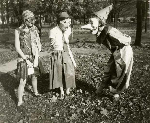 Những bộ hóa trang ám ảnh đến rùng rợn: Halloween ngày xưa kinh dị hơn giờ gấp nhiều lần - Ảnh 11.