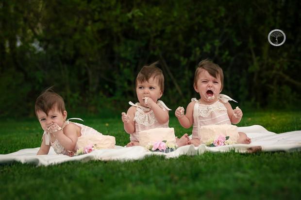 Bộ ảnh dễ thương của 3 bé sinh ba tự nhiên hiếm gặp trên thế giới - Ảnh 12.