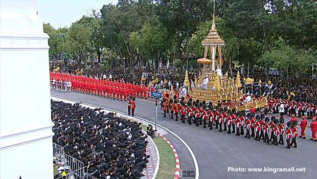 Thái Lan: Quân đội nấu ăn cho người dân đến viếng Quốc vương - Ảnh 12.