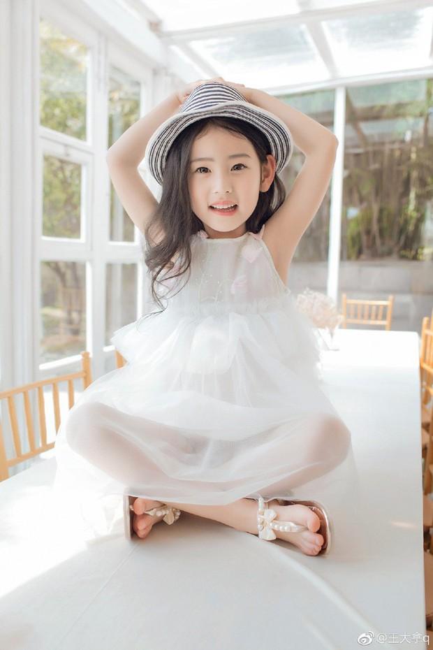 Tiểu tiên nữ có vẻ đẹp giống hệt Trương Bá Chi được dự đoán sẽ trở thành hot girl tương lai - Ảnh 12.