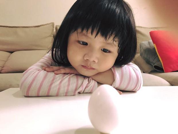 Màn đối đáp lém lỉnh giữa bố và cô con gái 2 tuổi khiến người xem đầy thích thú - Ảnh 12.