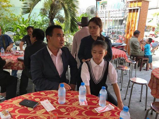 MC Quyền Linh cùng nhiều đồng nghiệp tới viếng diễn viên Nguyễn Hoàng - Ảnh 1.