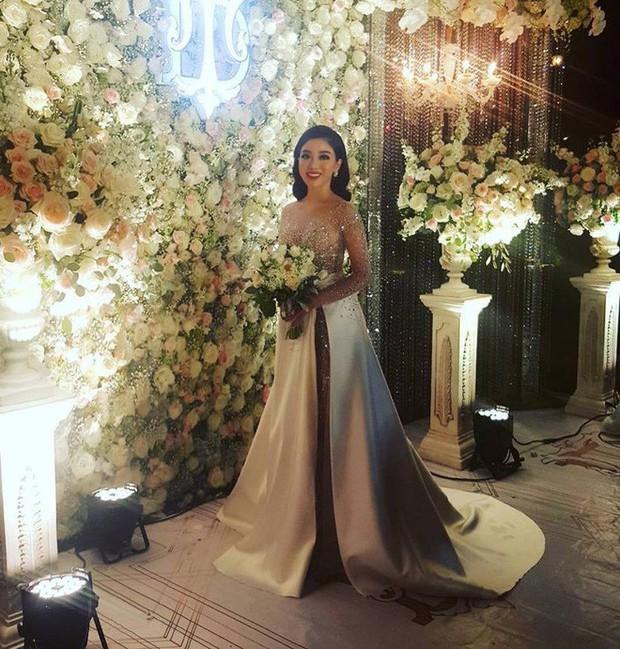 Đám cưới sang chảnh với 10.000 bông hoa tươi và váy đính 5.000 viên pha lê của cô dâu xinh đẹp ở Hà Nội - Ảnh 12.