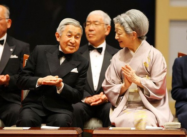 Nhà vua và Hoàng hậu Nhật Bản, mối tình hoàng tộc - thường dân, 60 năm đến đầu bạc và vẫn muốn yêu mãi mãi - Ảnh 12.