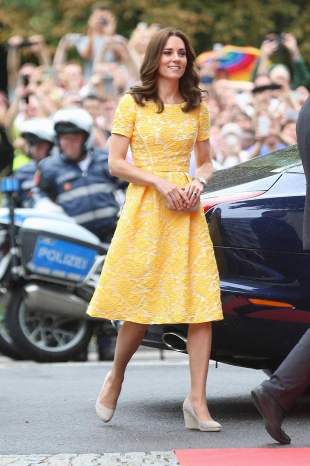Tổng kết năm 2017, Công nương Kate đã chi hơn 3 tỷ đồng mua sắm quần áo - Ảnh 12.