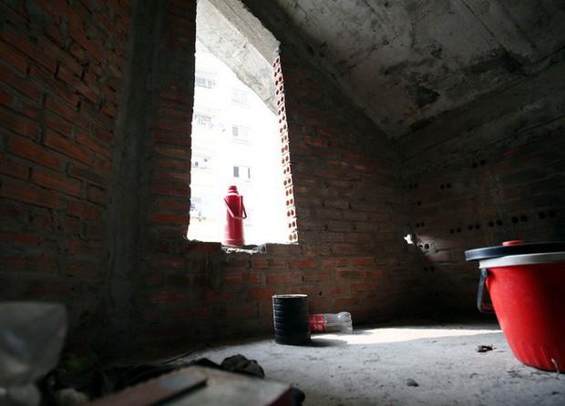 Hà Nội: Biệt thự triệu đô biến thành nơi chích ma túy, kim tiêm vứt thành đống - Ảnh 13.