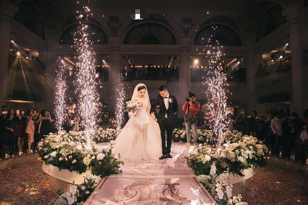 Đám cưới sang chảnh với 10.000 bông hoa tươi và váy đính 5.000 viên pha lê của cô dâu xinh đẹp ở Hà Nội - Ảnh 13.