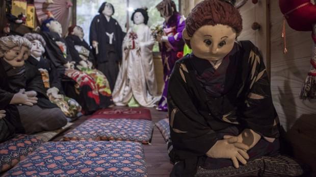 Ám ảnh khung cảnh rùng rợn của ngôi làng tại Nhật Bản nơi búp bê dần thay thế con người - Ảnh 16.