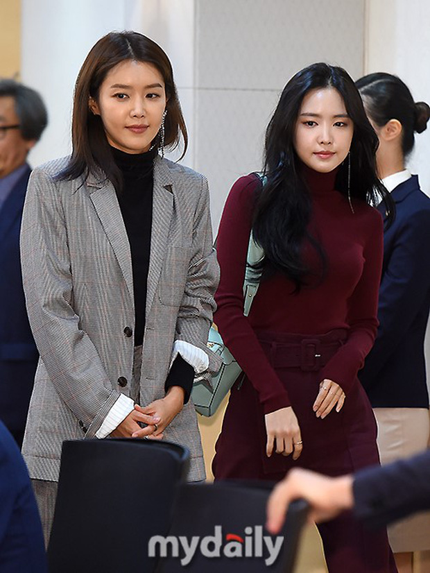 Dáng chuẩn eo thon, ngọc nữ Naeun (A Pink) lại doạ fan với gương mặt đơ cứng, sưng phồng khác thường - Ảnh 14.