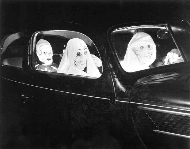 Những bộ hóa trang ám ảnh đến rùng rợn: Halloween ngày xưa kinh dị hơn giờ gấp nhiều lần - Ảnh 13.