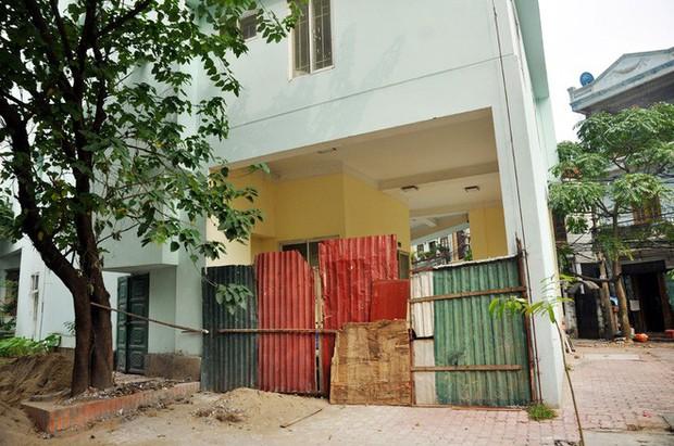Hà Nội: Nhiều chung cư bỏ hoang cả chục năm khiến người dân nuối tiếc - Ảnh 14.