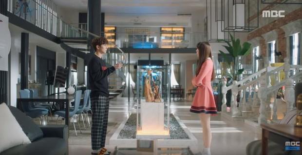 Quá manh động, Yoo Seung Ho không sợ ngứa, kề sát môi robot - Ảnh 21.