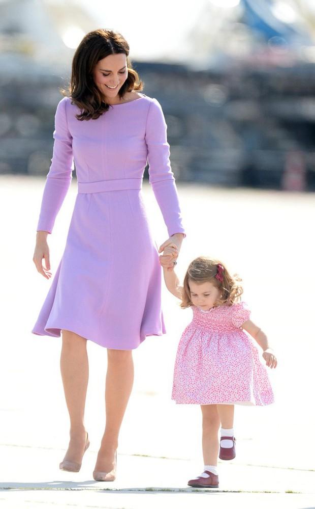 Tổng kết năm 2017, Công nương Kate đã chi hơn 3 tỷ đồng mua sắm quần áo - Ảnh 14.