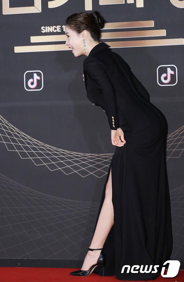 Thảm đỏ KBS Drama Awards: Kim Ji Won gây sốc.. vì quá đẹp, Jang Nara đọ sắc với Kim So Hyun và dàn chị đại không tuổi - Ảnh 18.