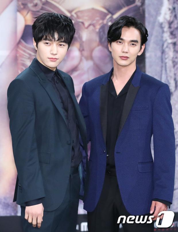 Yoo Seung Ho và L đứng cạnh nhau thôi cũng khiến fan đau đầu, Kim So Hyun mặt tròn vẫn xinh - Ảnh 15.