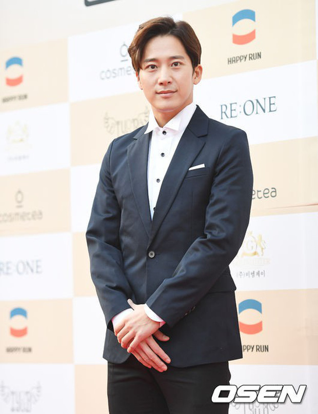 Thảm đỏ Liên hoan phim: Em trai Kim Tae Hee tái xuất, Phạm Băng Băng Hàn Quốc diện đầm khó hiểu bên Eunjung - Ảnh 15.