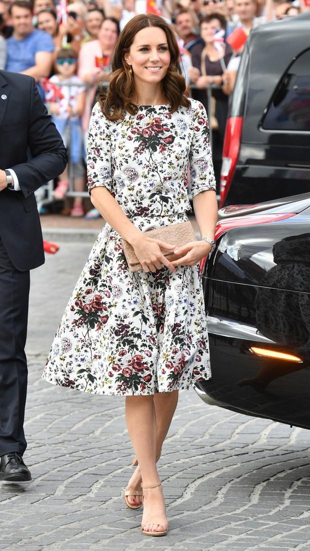 Tổng kết năm 2017, Công nương Kate đã chi hơn 3 tỷ đồng mua sắm quần áo - Ảnh 15.