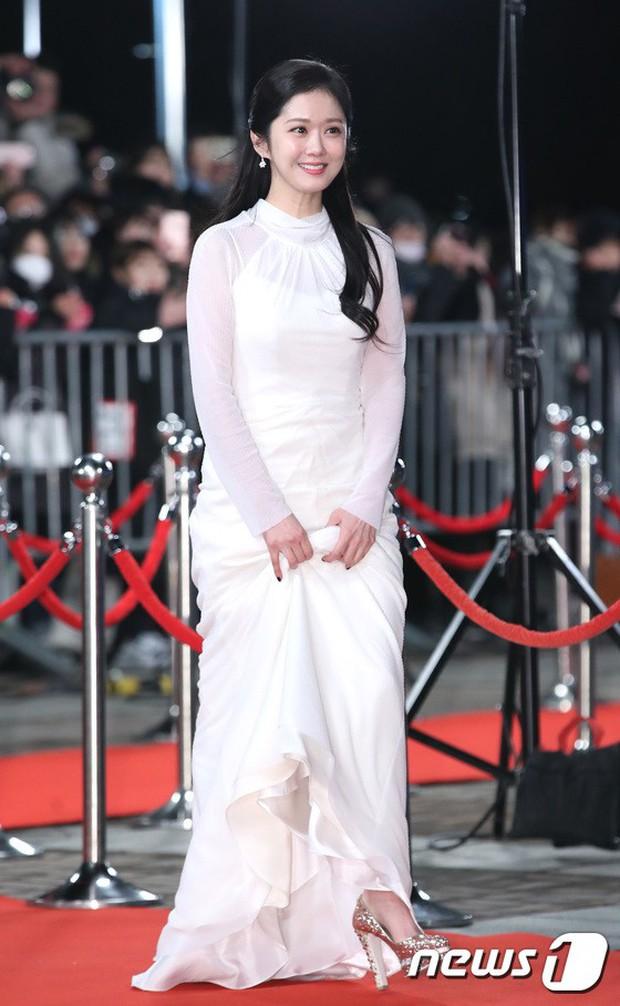 Thảm đỏ KBS Drama Awards: Kim Ji Won gây sốc.. vì quá đẹp, Jang Nara đọ sắc với Kim So Hyun và dàn chị đại không tuổi - Ảnh 11.