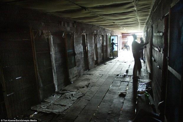 Bên trong nhà thổ nơi hàng chục nghìn gái mại dâm nhiễm HIV hành nghề và reo rắc nỗi kinh hoàng cho nhân loại - Ảnh 10.