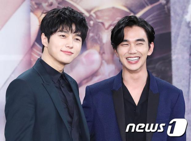 Yoo Seung Ho và L đứng cạnh nhau thôi cũng khiến fan đau đầu, Kim So Hyun mặt tròn vẫn xinh - Ảnh 16.