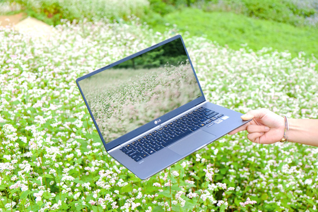 Chiêm ngưỡng những bức ảnh cực đẹp của giới trẻ với chiếc laptop mới ra mắt - Ảnh 16.