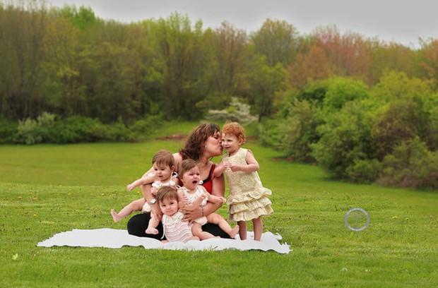 Bộ ảnh dễ thương của 3 bé sinh ba tự nhiên hiếm gặp trên thế giới - Ảnh 16.