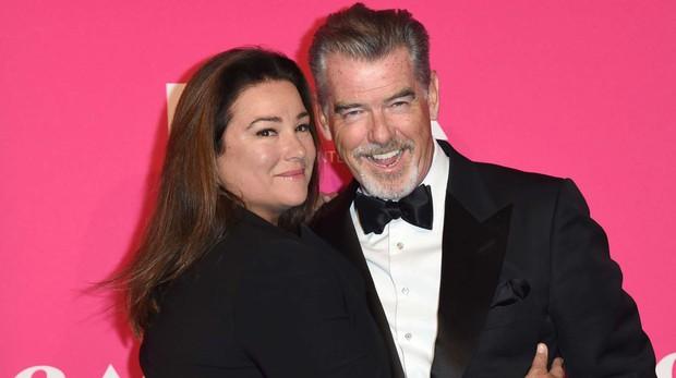 Sau nỗi đau mất vợ con, tài tử Điệp viên 007 tìm được tình yêu mới và họ yêu nhau suốt 23 năm dù cô ấy béo, xấu thế nào - Ảnh 15.