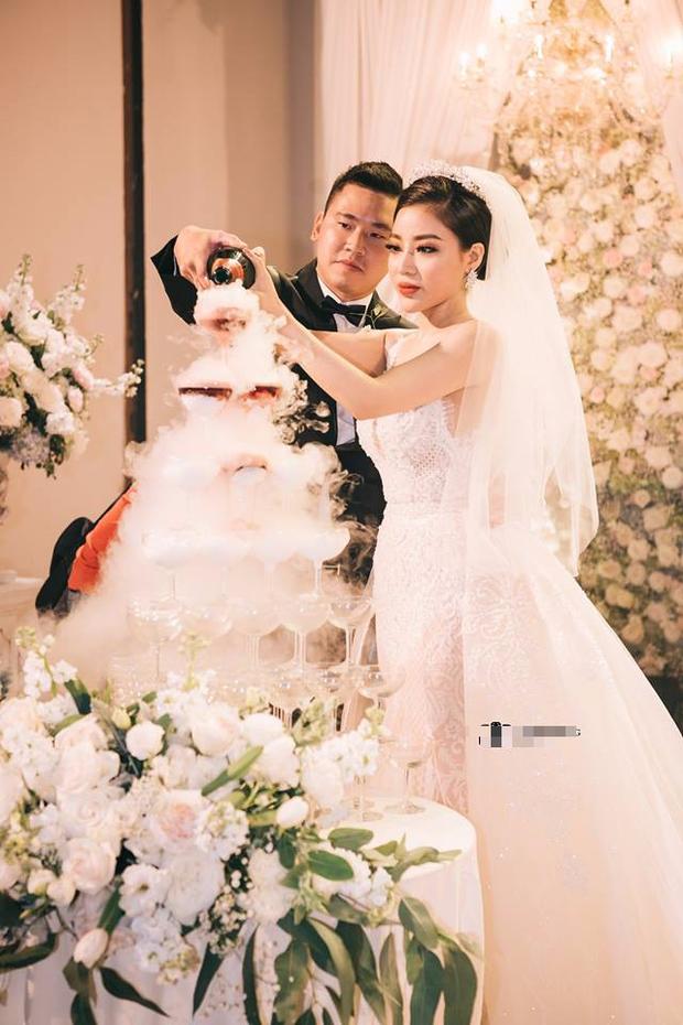 Đám cưới sang chảnh với 10.000 bông hoa tươi và váy đính 5.000 viên pha lê của cô dâu xinh đẹp ở Hà Nội - Ảnh 16.