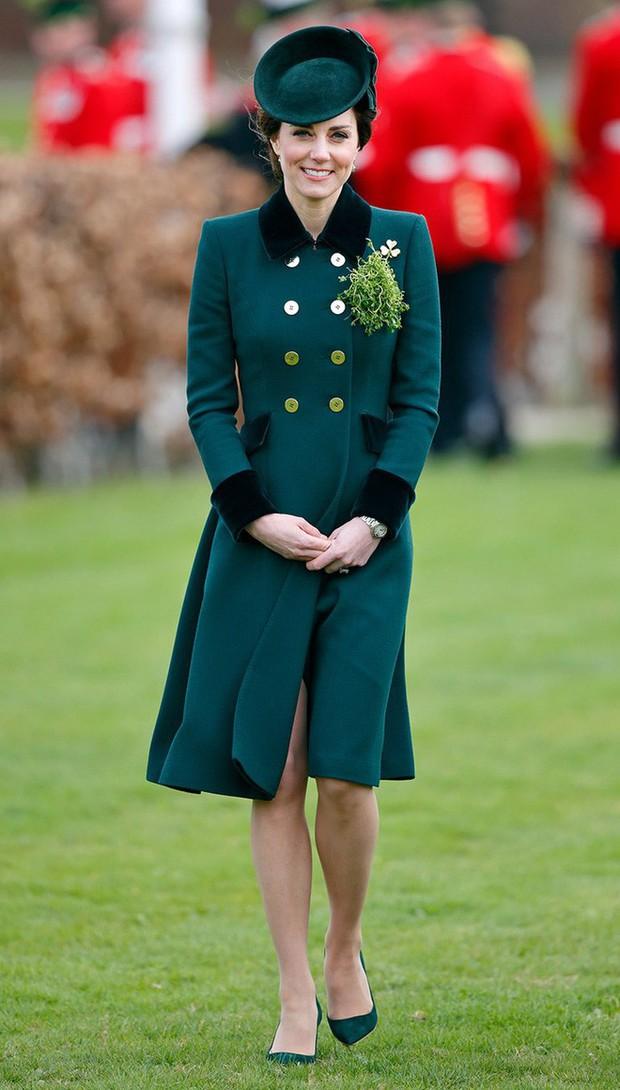 Tổng kết năm 2017, Công nương Kate đã chi hơn 3 tỷ đồng mua sắm quần áo - Ảnh 16.