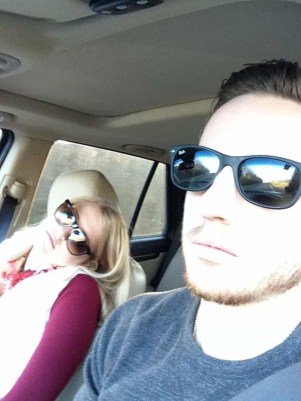 Ông chồng có tâm nhất năm: Cứ nhằm lúc vợ ngủ ngáy trên xe là chụp ảnh rồi khoe khắp mạng xã hội - Ảnh 16.