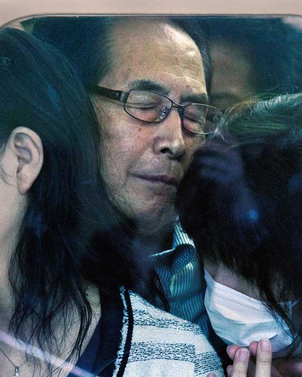 Nỗi chán chường và mệt nhoài với cuộc sống chất đầy chuyến tàu điện Nhật Bản - Ảnh 4.
