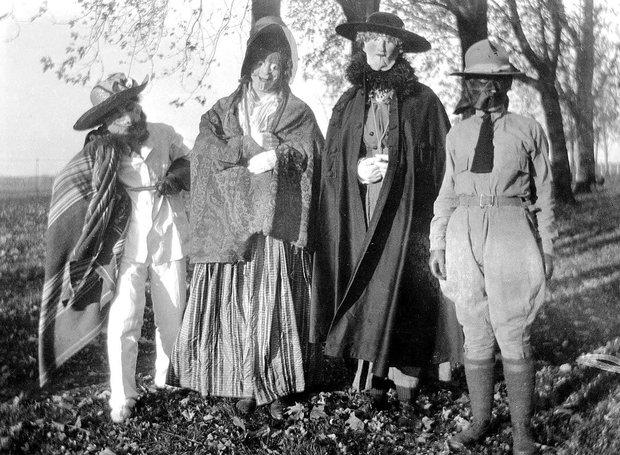Những bộ hóa trang ám ảnh đến rùng rợn: Halloween ngày xưa kinh dị hơn giờ gấp nhiều lần - Ảnh 15.