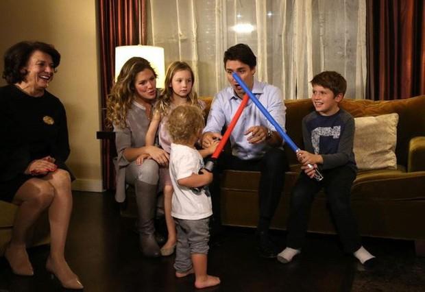 Lời tỏ tình lịm tim và 12 năm hôn nhân trên cả mật ngọt của Thủ tướng Canada đẹp trai như tài tử - Ảnh 14.