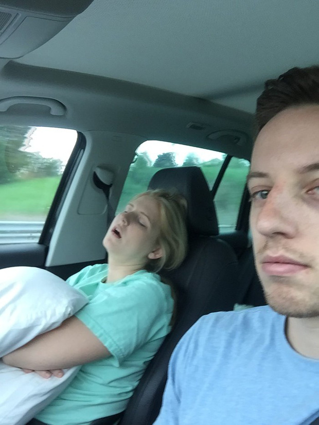 Ông chồng có tâm nhất năm: Cứ nhằm lúc vợ ngủ ngáy trên xe là chụp ảnh rồi khoe khắp mạng xã hội - Ảnh 17.