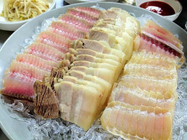 10 đặc sản nổi danh thế giới phải ủ đến bốc mùi, có giòi mới ăn ngon, Việt Nam cũng góp mặt 1 món - Ảnh 17.