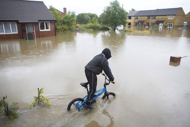 Bạn nghĩ trời nắng nóng? Thế giới còn đang chịu những thảm cảnh thời tiết khắc nghiệt hơn rất nhiều - Ảnh 25.