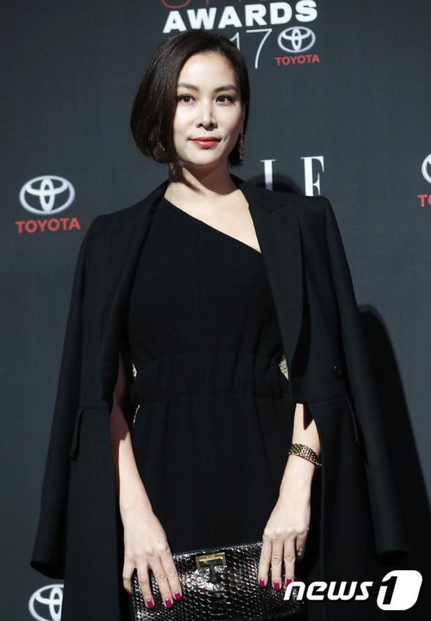 Thảm đỏ quy tụ dàn sao quyền lực: Yoona sang chảnh, nữ thần Kim Ji Won đẹp xuất sắc nhưng lại mặc gì thế này? - Ảnh 18.