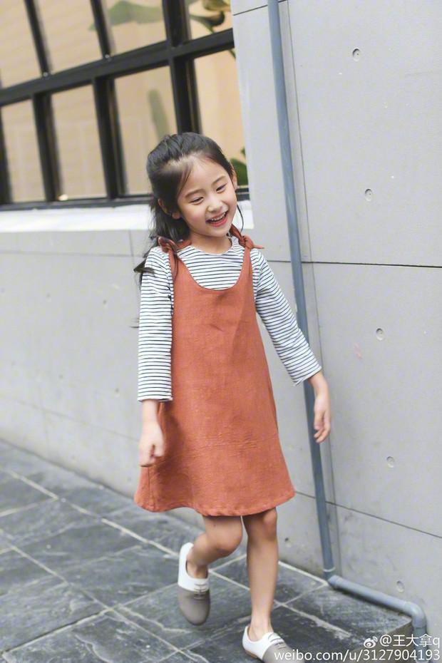 Tiểu tiên nữ có vẻ đẹp giống hệt Trương Bá Chi được dự đoán sẽ trở thành hot girl tương lai - Ảnh 18.