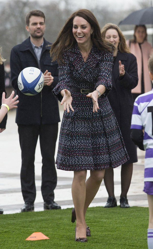 Tổng kết năm 2017, Công nương Kate đã chi hơn 3 tỷ đồng mua sắm quần áo - Ảnh 18.