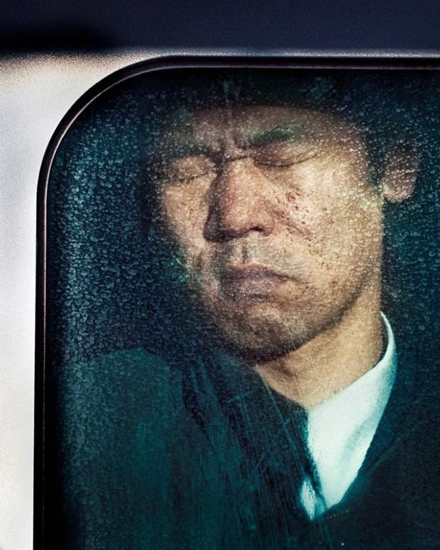 Nỗi chán chường và mệt nhoài với cuộc sống chất đầy chuyến tàu điện Nhật Bản - Ảnh 2.