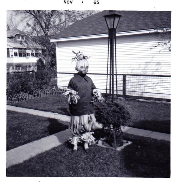 Những bộ hóa trang ám ảnh đến rùng rợn: Halloween ngày xưa kinh dị hơn giờ gấp nhiều lần - Ảnh 17.