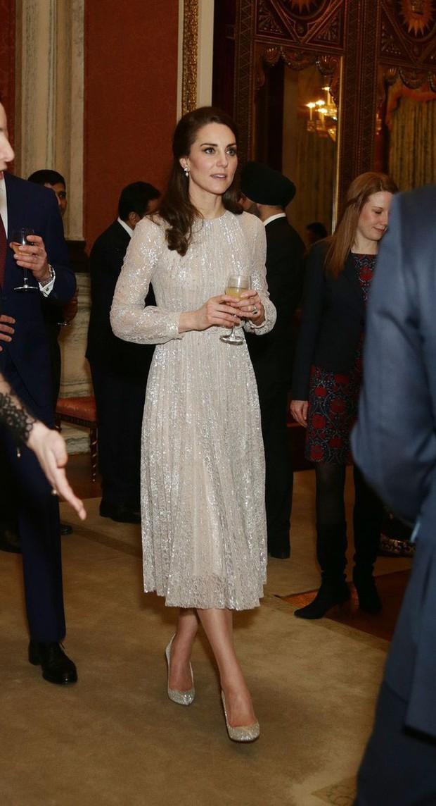 Tổng kết năm 2017, Công nương Kate đã chi hơn 3 tỷ đồng mua sắm quần áo - Ảnh 19.