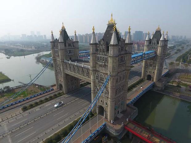 Hết tượng Nhân sư, tháp Eiffel, giờ đến cầu tháp London cũng có phiên bản anh em lỗi tại Trung Quốc - Ảnh 5.
