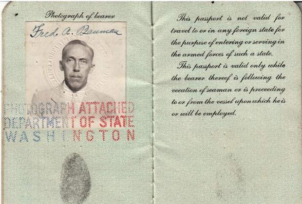 Sưu tập hộ chiếu cũ, người đàn ông không ngờ chúng ẩn chứa nhiều câu chuyện khó tin đến vậy - Ảnh 3.