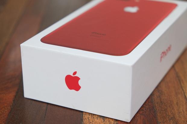 Mở hộp và trên tay iPhone 7 Plus đỏ đầu tiên tại Việt Nam, giá từ 25 triệu đồng - Ảnh 3.