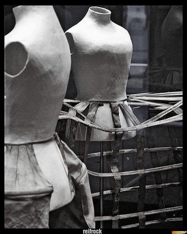 Chiếc váy giết người, đoạt mạng hơn 3.000 phụ nữ suốt hơn 100 năm - Ảnh 4.