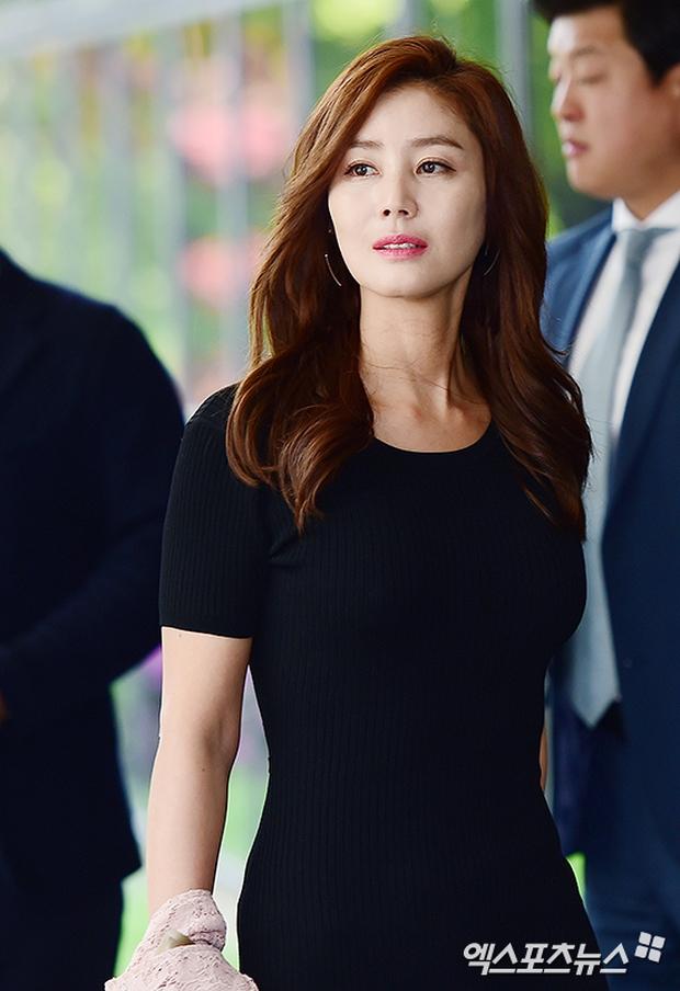 Hôn lễ của diễn viên Vì Sao Đưa Anh Tới gây sốt nhờ màn đọ dáng của Mẹ Kim Tan và dàn mỹ nhân - Ảnh 4.